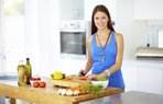 beslenme diyet mutfak yemek mutlu kadin