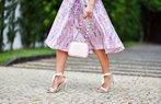 zamansiz stil onerilerileri etek canta moda pastel renk