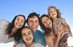 mutlu aile seyahat tatil gezi