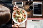 salata yemek kadin diyet ogle yemegi