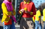 renkli giyinmeyi sevenler aksesuar moda trend pudra shop