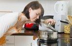 yemek tencere ocak mutfak kadin pisirmek isitmak