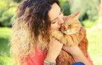 kadin kedi mutlu