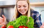 diyet salata beslenme saglik kadin mutlu