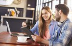 iliski cift cafe teknoloji sosyal medya