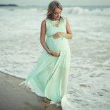 hamile kadin deniz yuruyus