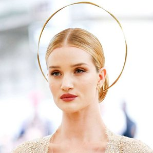 met gala 2018 makyajlari rosie huntington whiteley