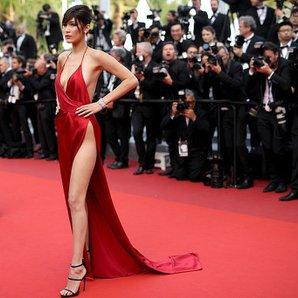 bella hadid 2016 cannes film festivali kirmizi elbise