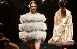 ozgur masur 2017 ilkbahar yaz koleksiyonu mercedes benz fashion week istanbul moda