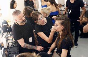 mercedes benz fashion week istanbul moda haftasi belma ozdemir defile makyaji backstage