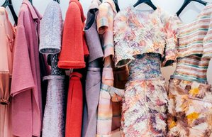 gardirop renkli elbise aski dolap