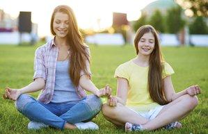 yoga meditasyon anne kiz cocuk mutlu aktivite
