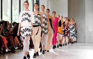 lfw londra moda haftasi 2015 ilkbahar yaz 2014 one cikan detay aksesuar issa