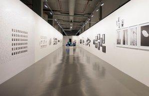 istanbul modernde yeni sergi sanatci ve zamani