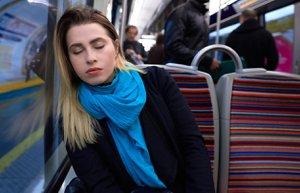 kadin otobus yorgun halsiz uyku is