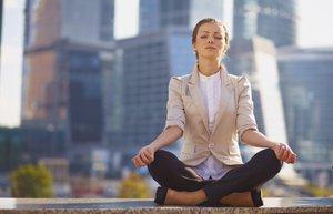 kadin meditasyon plaza is kariyer ic huzur beyaz yaka