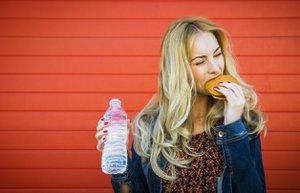 kalori hamburger su yemek