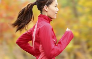spor kadin egzersiz sonbahar kosu saglikli yasam