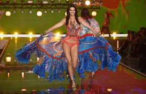 2015 victoria secret defilesi kendall jenner