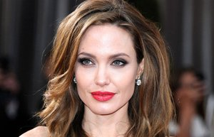 angelina jolie hairstyle for oscars 2012