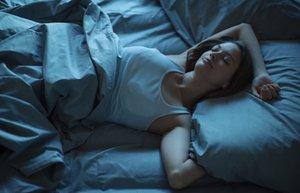 kadin uyku gece