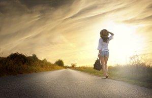 mutlu mutluluk kadin yalniz yolculuk