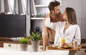 sevgili cift mutlu ask romantizm yemek kahvalti