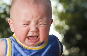 bebek kafa yaralanma aglama kaza