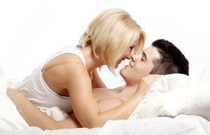 iliski cift seks yatak opusme