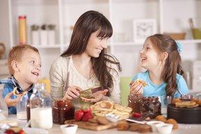 anne cocuk kahvalti yemek aile