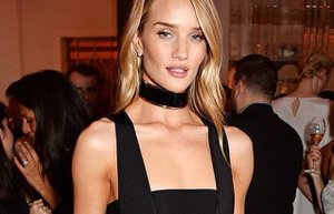 rosie huntington whiteley yilin mankeni odul kirmizi hali