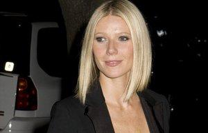 siyah ceket gwyneth paltrow