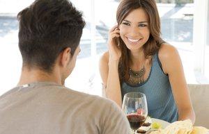 cift mutlu kadin erkek yemek ilk bulusma