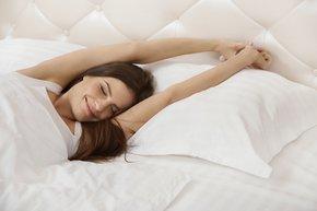 kadin yalniz mutlu uyku
