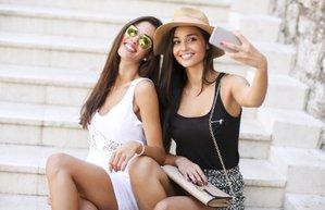 kadin selfie cekmek arkadas genc kiz istock