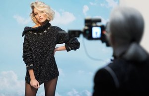 margot robbie karl lagerfeld chanel coco neige 02