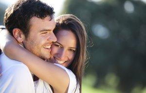 shutterstock mutlu iliski cift evlilik