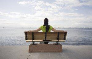 yalniz kadin bank deniz depresyon yalnizlik
