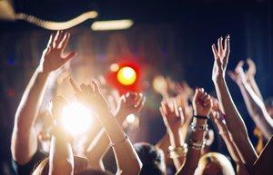 eglence dans konser canli muzik parti genc haftasonu