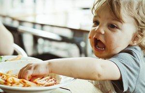 168470435 thinkstock bebek cocuk beslenme yemek makarna mnk