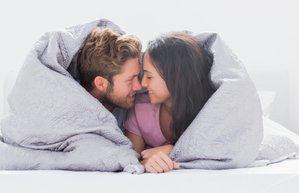 iliski cift romantizm yatak seks opusme