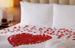 sevgililergunu movenpick yatak