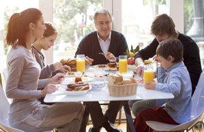 bayram aile kahvaltisi mutlu aile