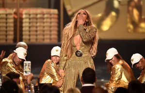 jennifer lopez performance outfits 2018 mtv vmas6