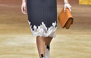 elbiselerde ic camasiri etkisi cok moda