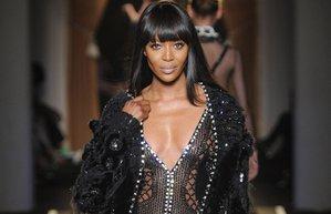 naomi campbell 2013 sonbahar kis versace couture defile