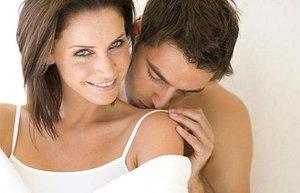 mutlu cift iliski romantizm seks omuzdan opucuk