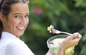 salata kadin saglik besin yemek ogun saglikli yasam diyet