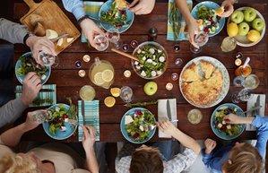 aile yemek sofra limonata masa
