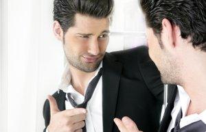 erkekler narsis kendini begenmis sevgili iliski